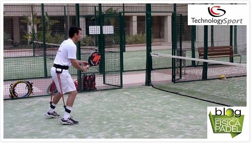 La importancia de jugar flexionados en el padel