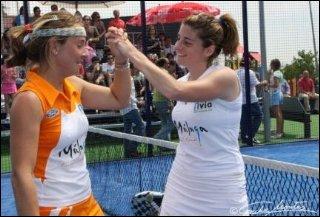 Carolina Navarro y Alejandra Salazar vencen en La Coruña