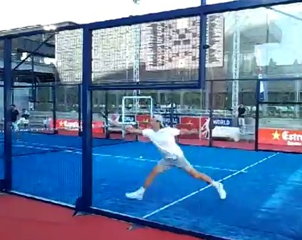 Video Carlos Moya jugando a padel en Madrid